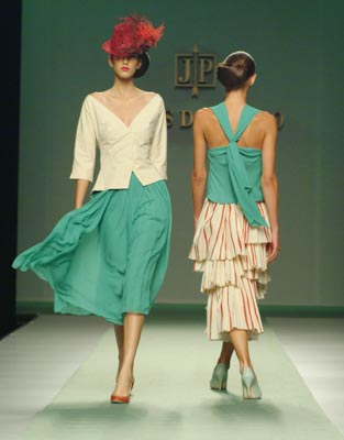Jesus Del Pozo / Red Hessian / Collection Spring Summer 2004